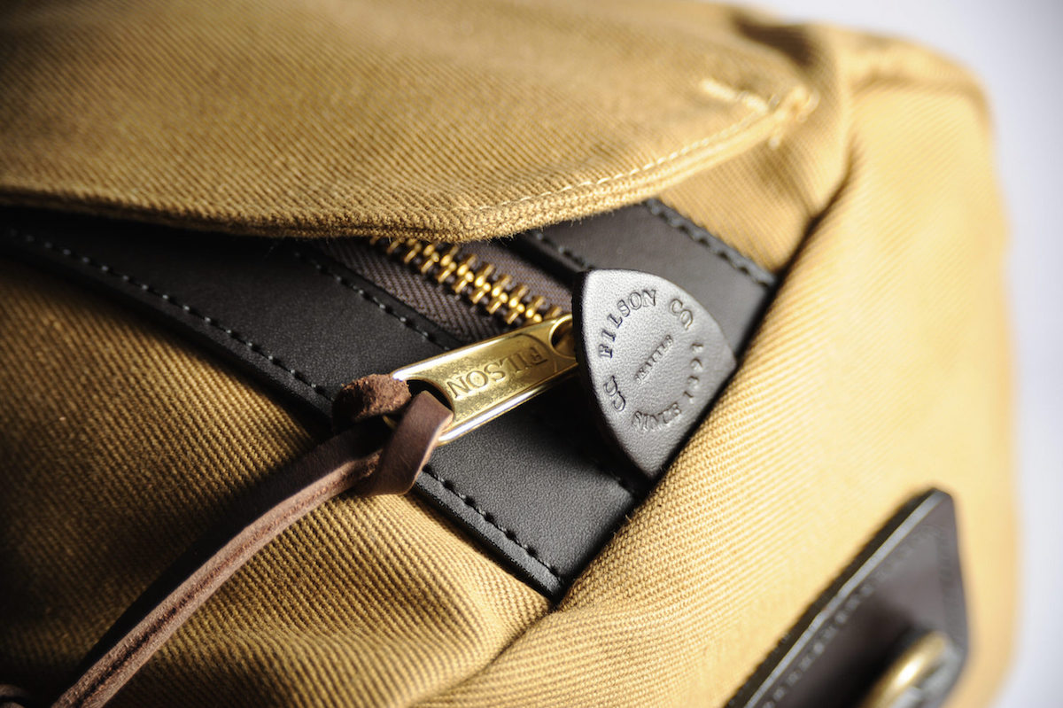 filson duffle tan small test avis fermeture zip