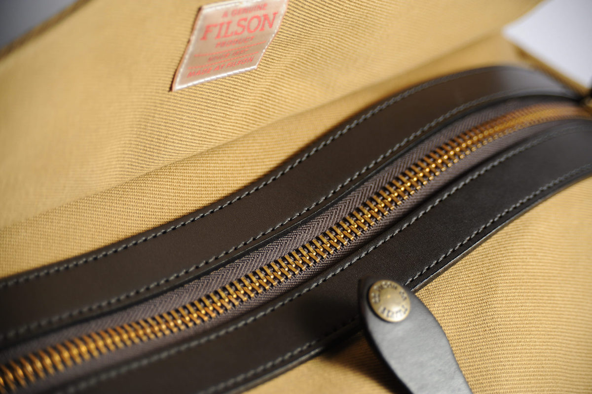 filson duffle tan small test avis zip haut