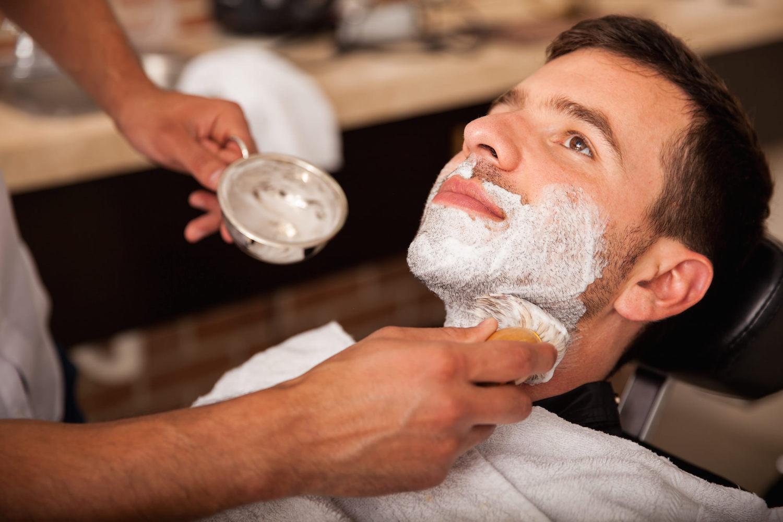 choisir entre creme a raser et savon a barbe