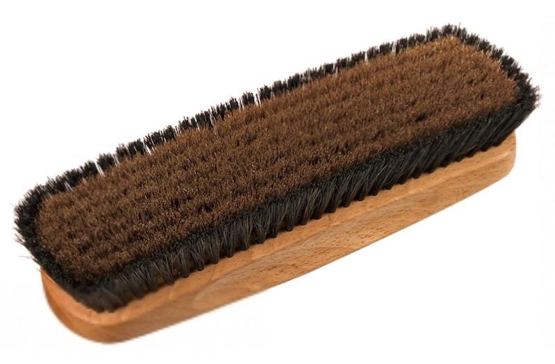 brosse vêtement pour homme