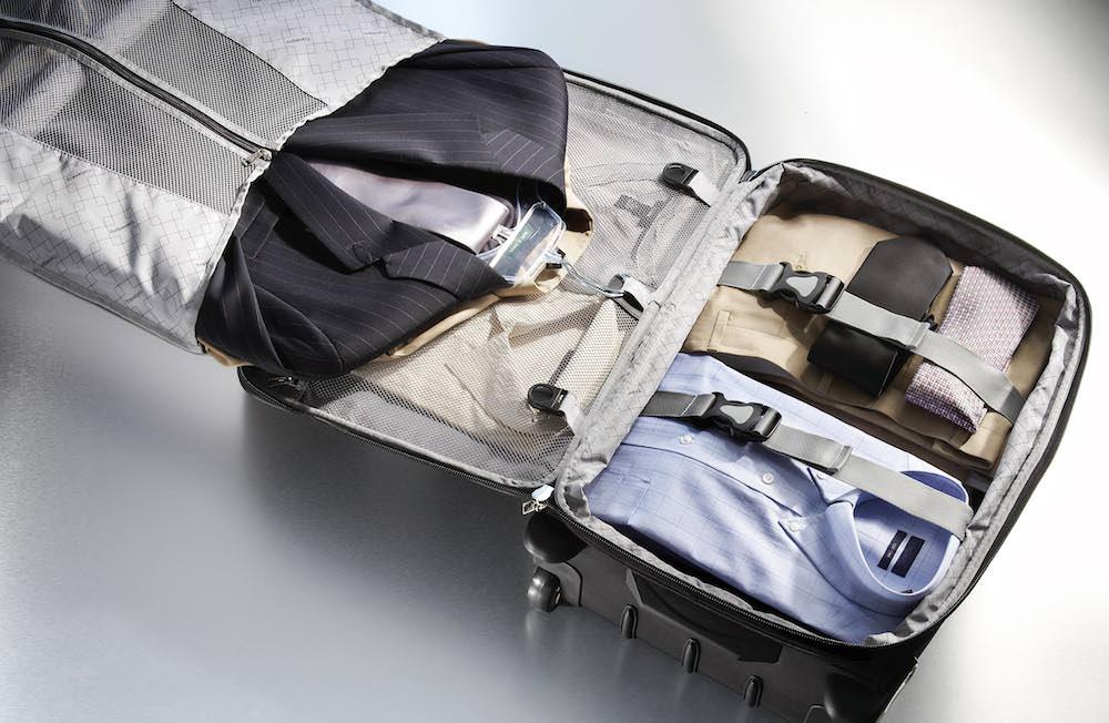 comment plier son costume dans une valise   conseils voyage