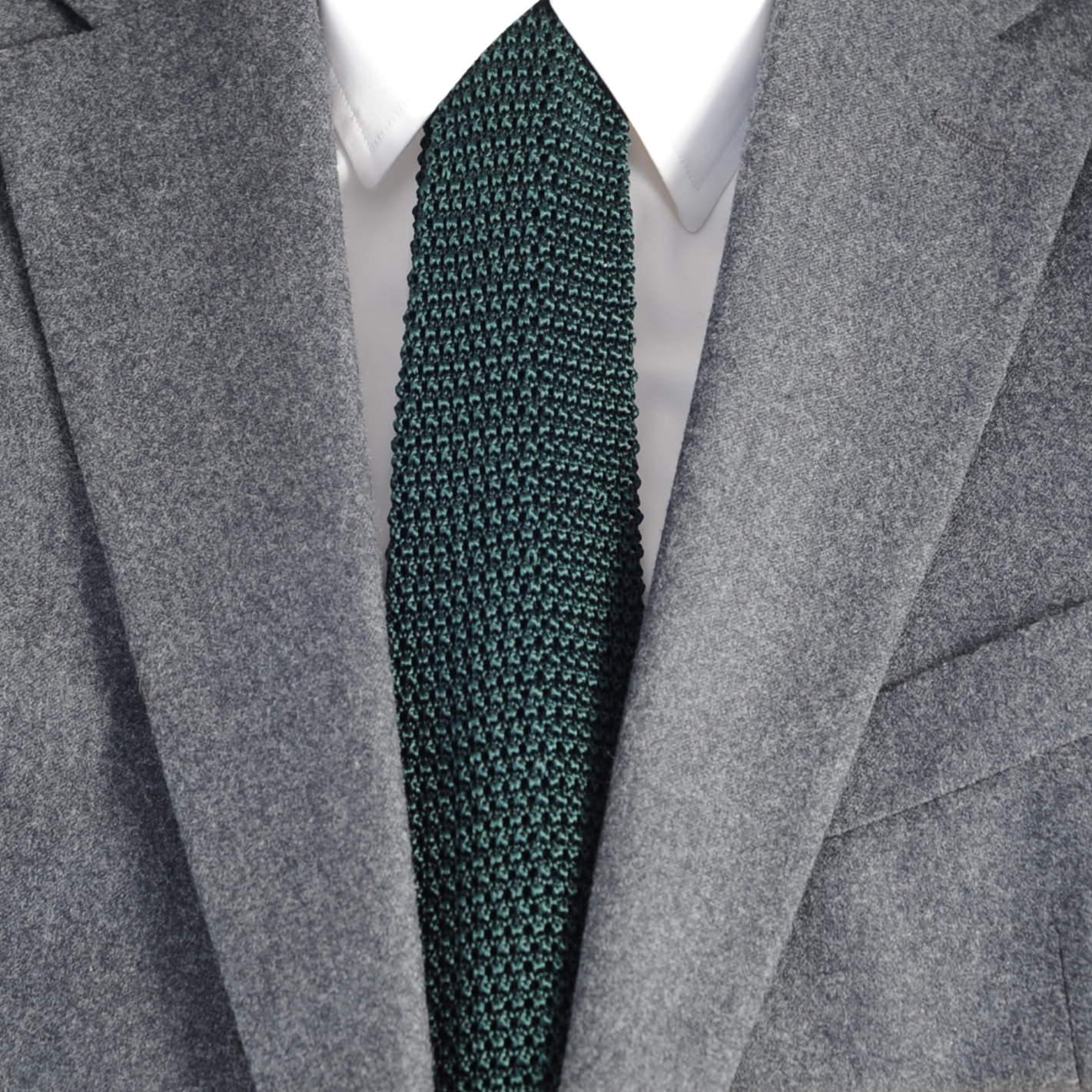 cravate soie tricot vert fonc costume gris verygoodlord blog mode homme et conseils mode. Black Bedroom Furniture Sets. Home Design Ideas