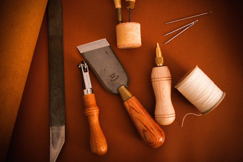 outil artisan cuir