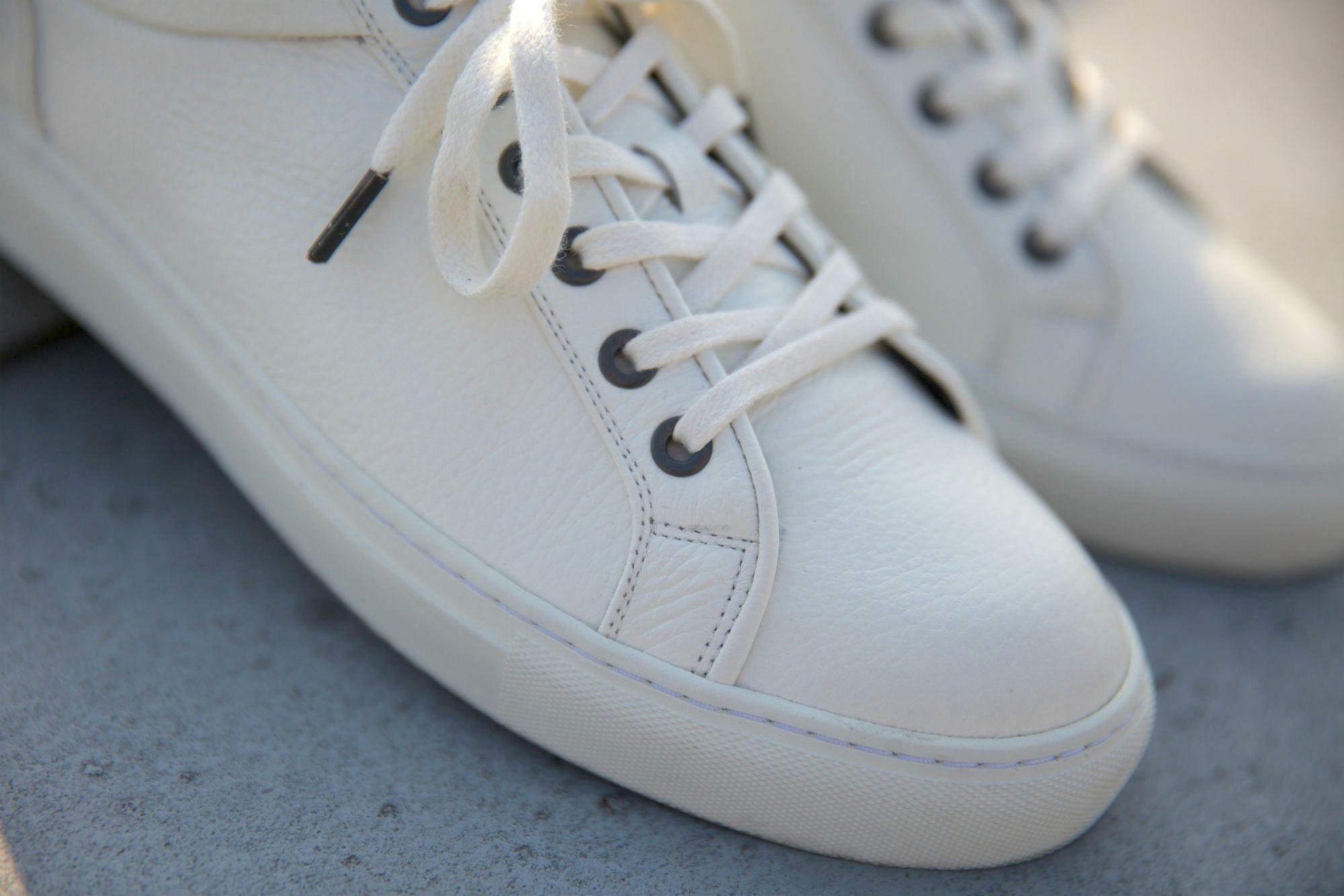 Comment bien nettoyer ses baskets blanches en cuir   Tuto Vidéo 80f2caaa9d2
