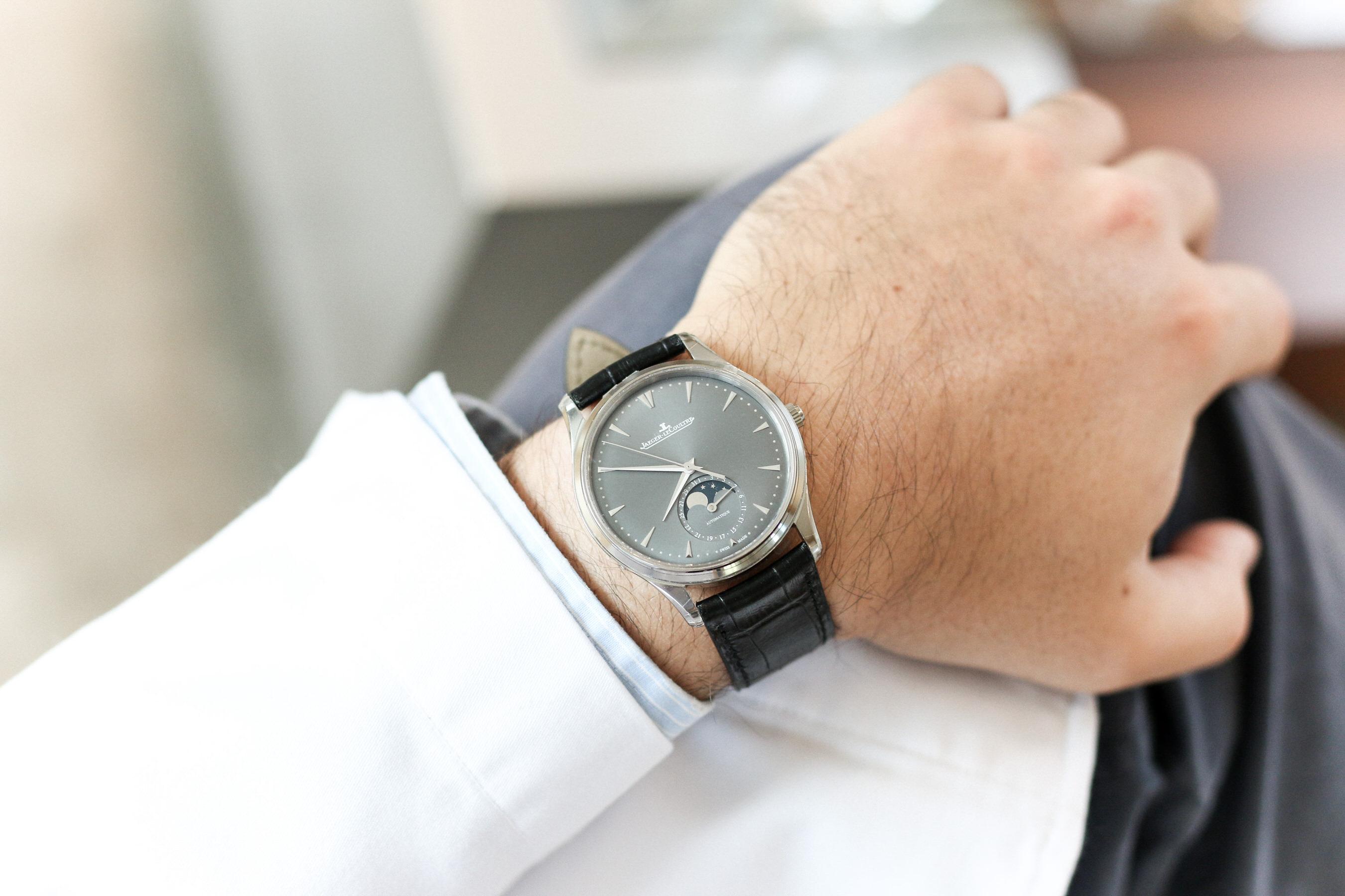 Master Ultra thin en or gris cadran gros portee wristshot