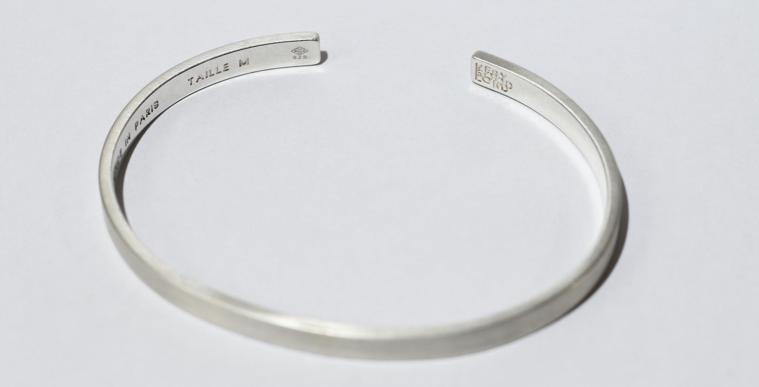 nettoyer son bracelet en argent bijoux la mode. Black Bedroom Furniture Sets. Home Design Ideas