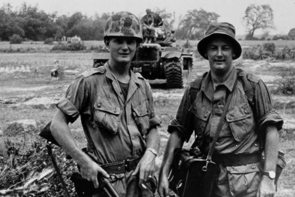 """Reporter de guerre pour """"ABC"""" Tim Bowden (droite) Jim Keith (gauche), Danang, sud vietnam 1966."""