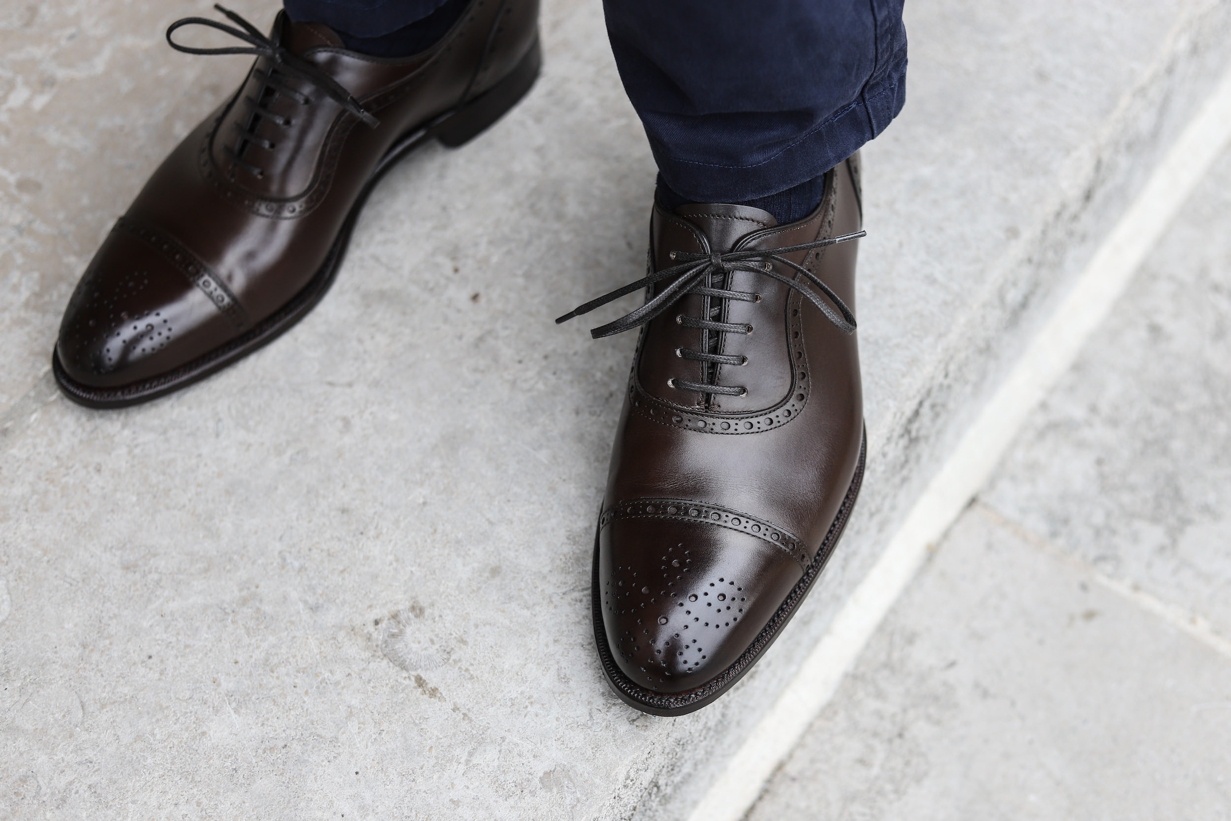 chaussure marron richelieu bout fleuri