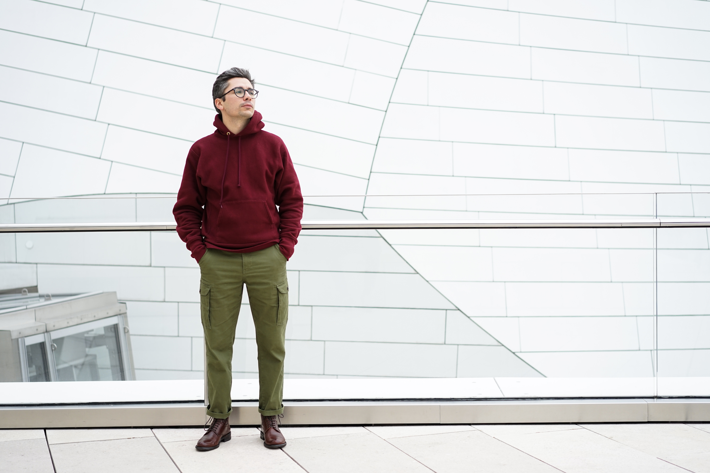 look homme bottine hoodie bordeaux pantalon cargo vert