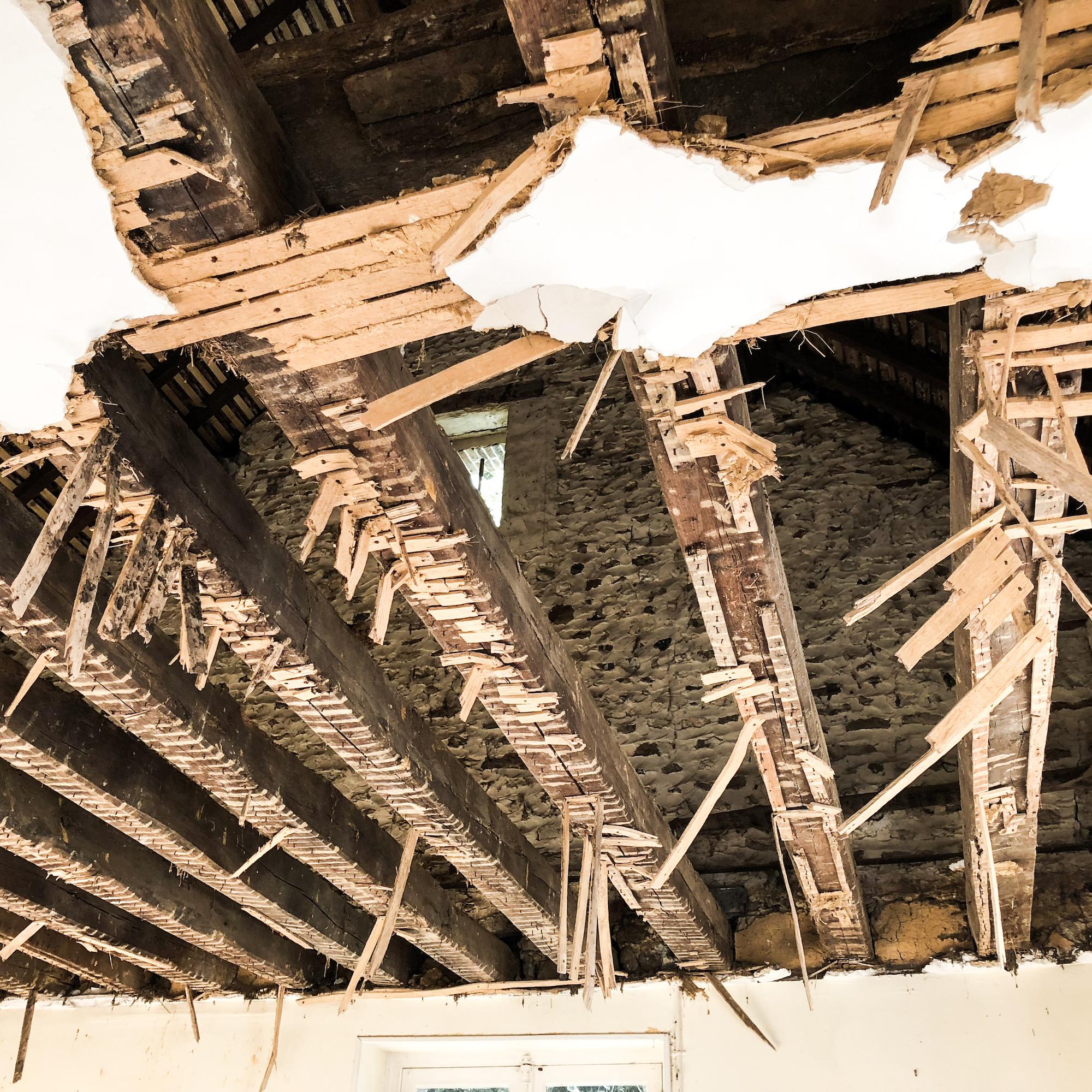plafond poutres et solives anciennes