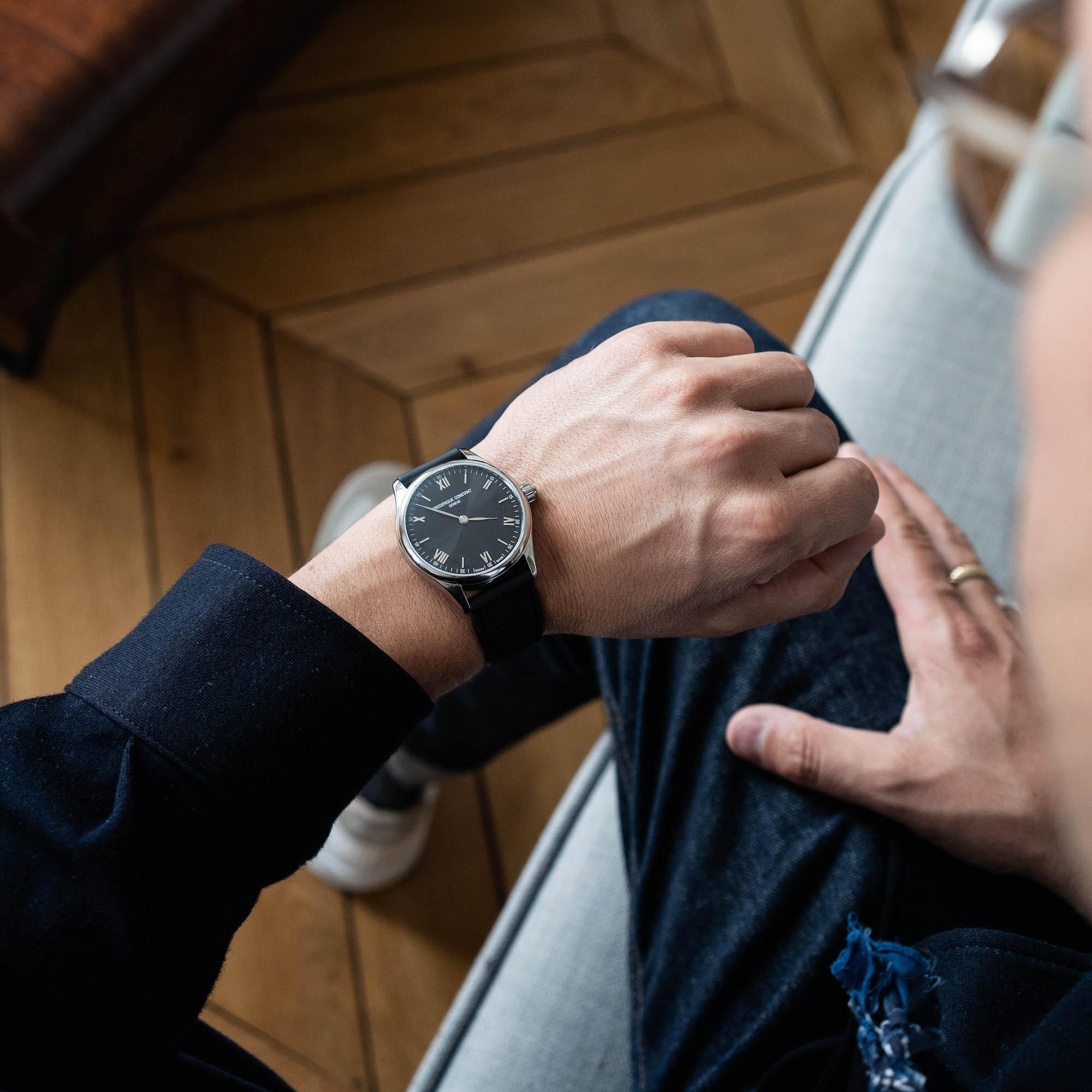 montre connectee elegante frederique constant vitality smartwatch