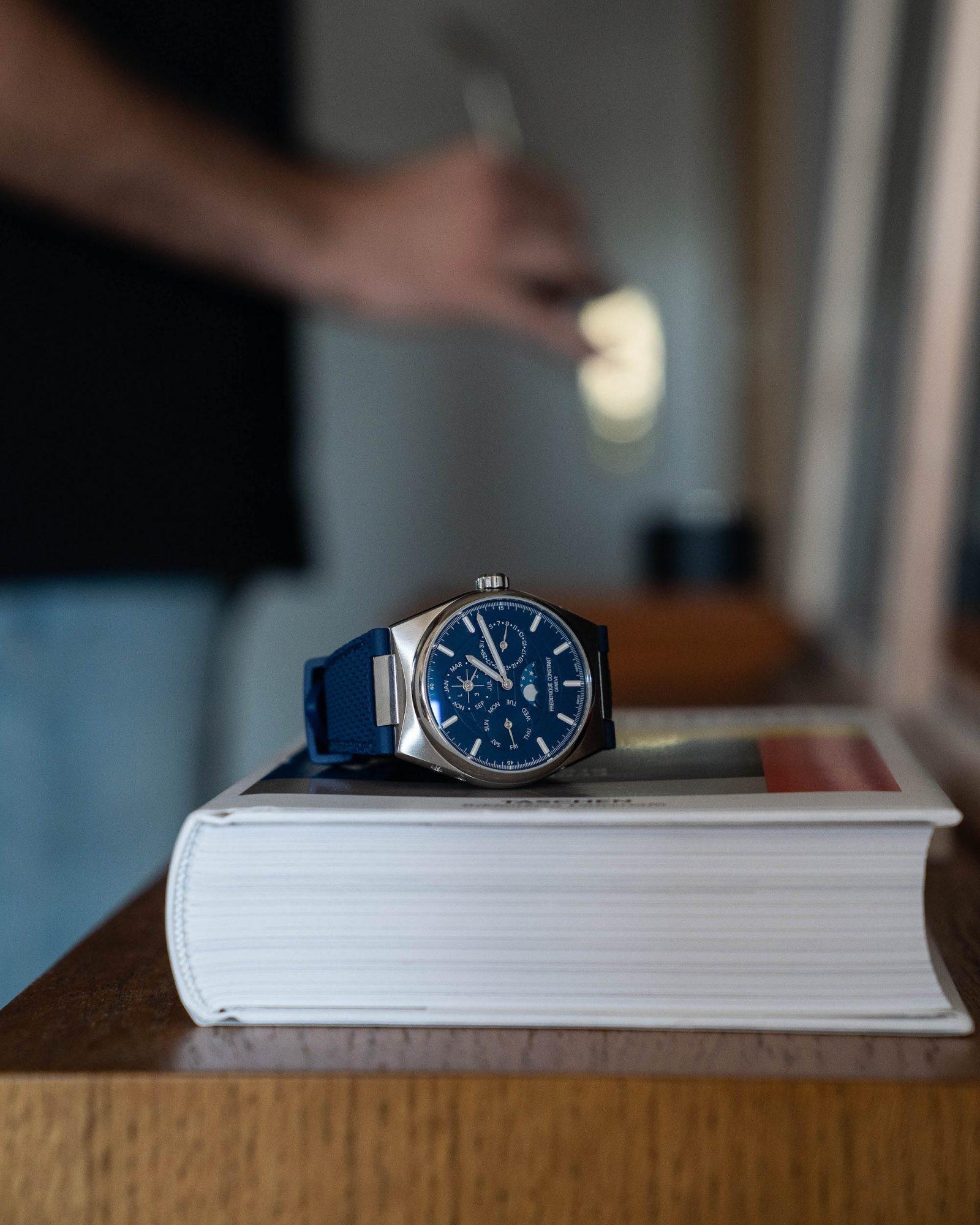 Frederique Constant Highlife calendrier perpetuel bleu